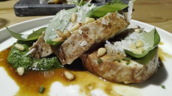 Tataki de Bonito con pesto charro de queso de Hinojosa